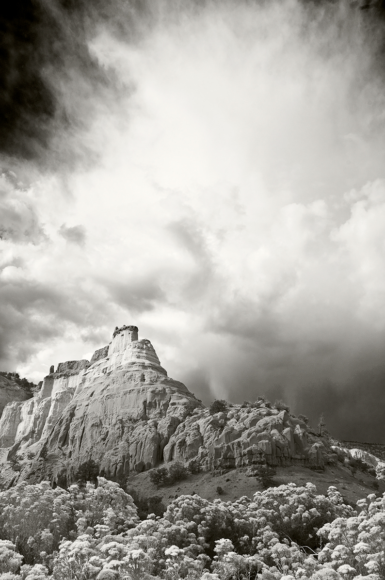 echo amphitheater, new mexico, ansel adams, abiquiu, ghost ranch, hernandez, black and white, photo